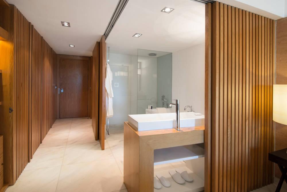 Bathroom, Deluxe room
