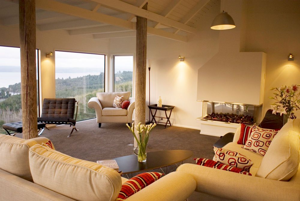 Acacia Cliffs Lodge guest lounge, New Zealand