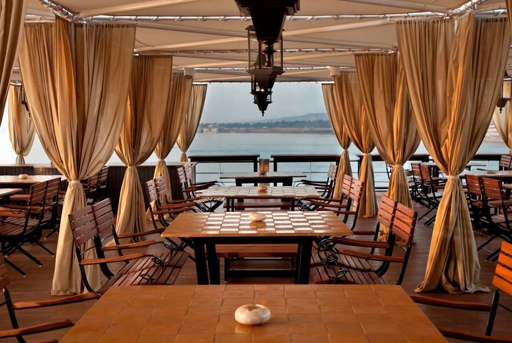 Al fresco dining, Sun Boat IV