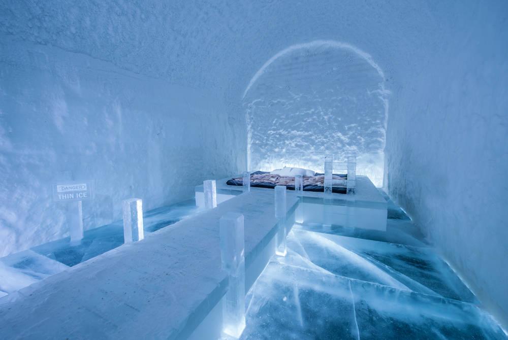 Art Suite Danger Thin Ice. Design Franziska Agrawal. Photo Asaf Kliger. ICEHOTEL©