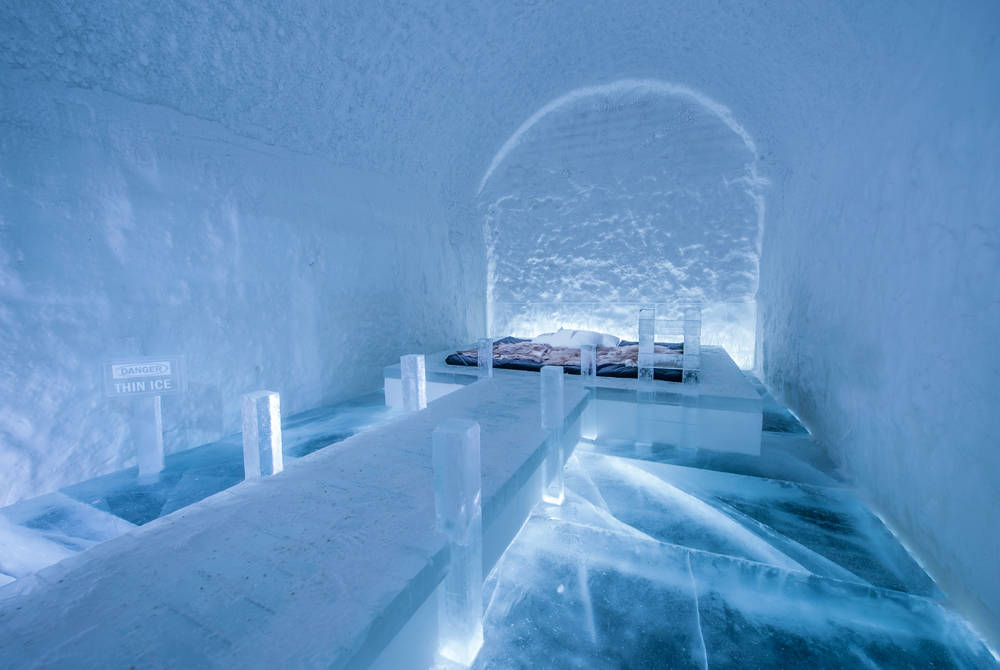 Art Suite Danger Thin Ice. Design Franziska Agrawal. Photo Asaf Kliger. ICEHOTEL©