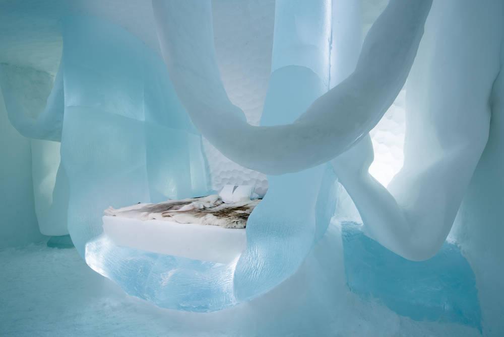 Art Suite Hang in There. Design Marjolein Vonk & Maurizio Perron. Photo Asaf Kliger. © ICEHOTEL