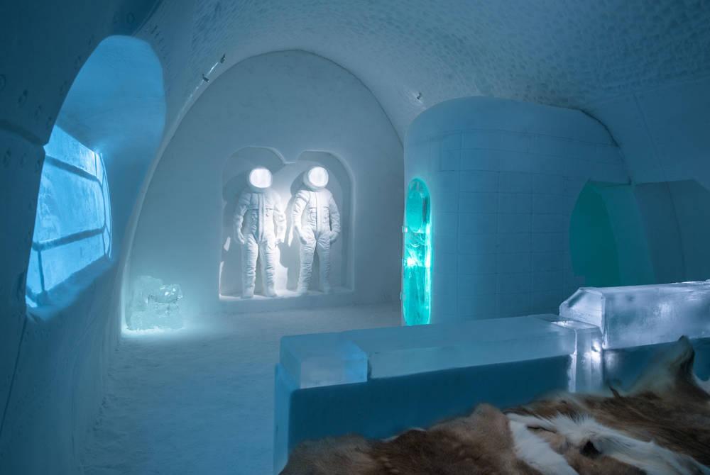 Art Suite Space Room. Design Adrian Bois & Pablo Lopez. Photo Asaf Kliger. © ICEHOTEL