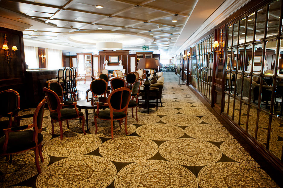 Azamara Quest Discoveries Restaurant
