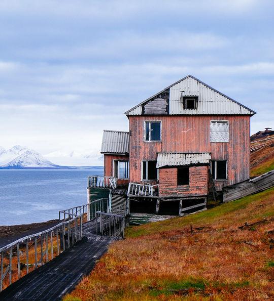 Barentsburg, Basecamp Explorer