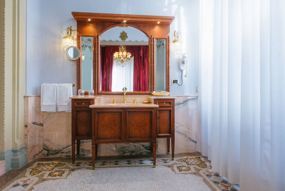 Bathroom Master Suite, Villa Crespi