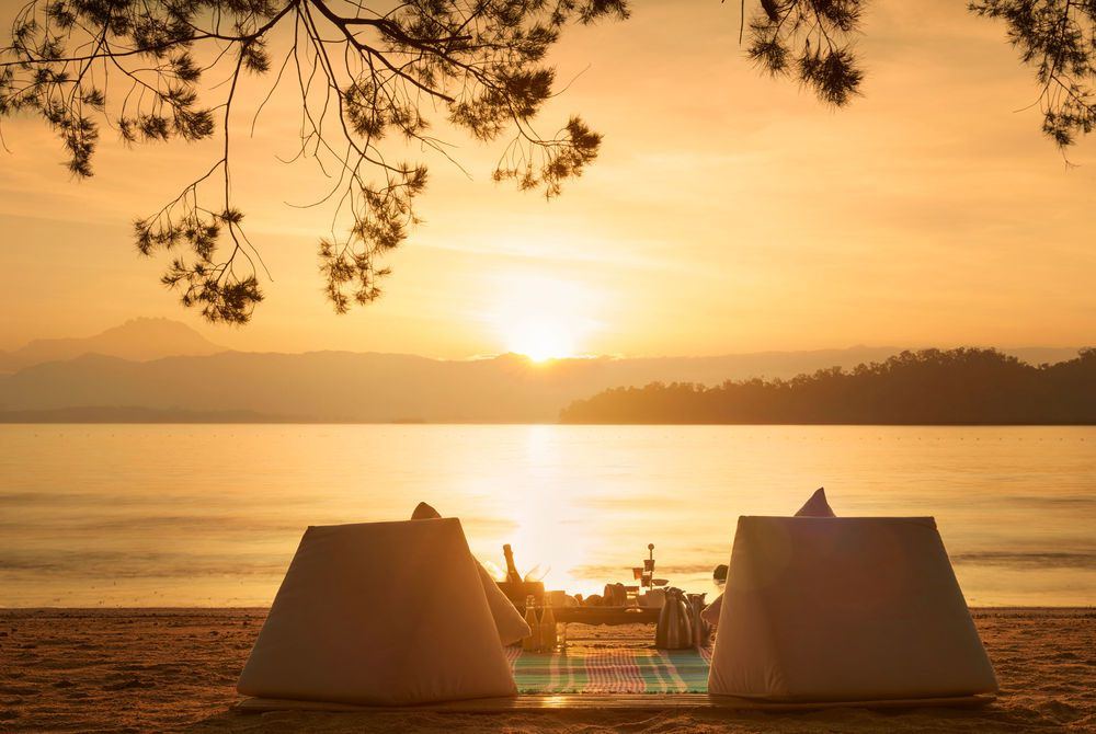 Beach dining, Gaya Island Resort