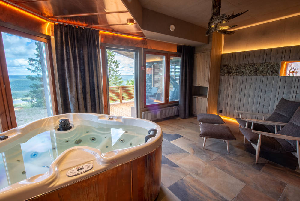 Jacuzzi, Bear Cave Suite, Iso-Syote
