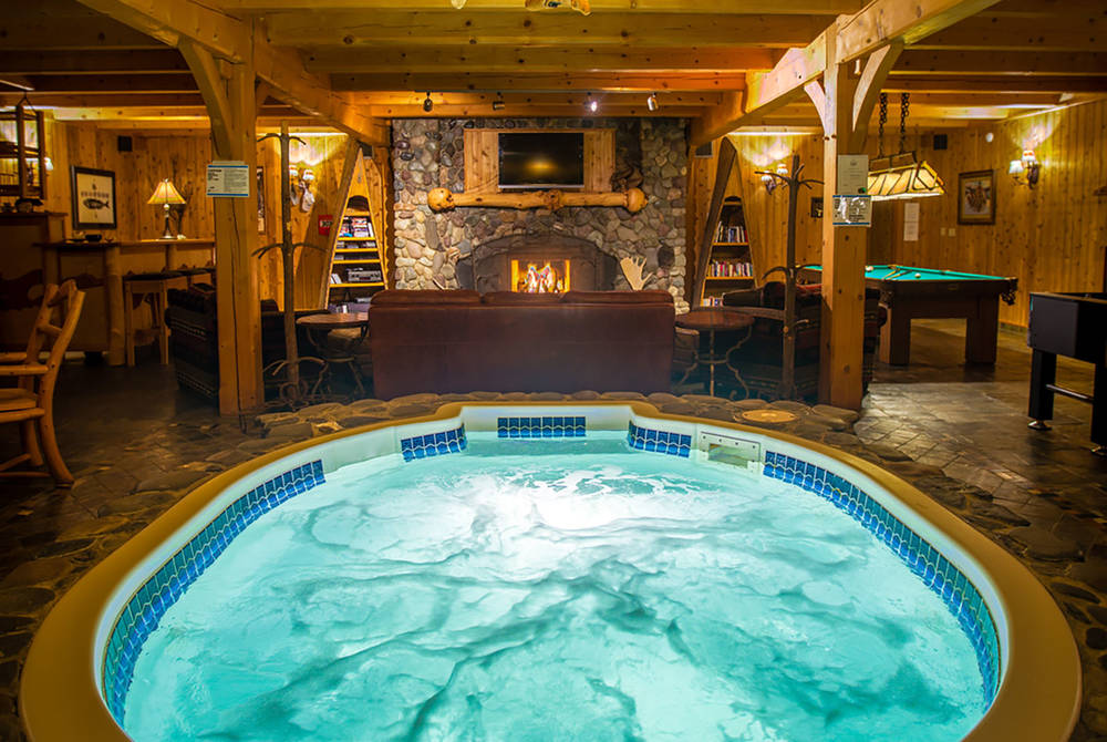 Jacuzzi, Bear Claw Lodge