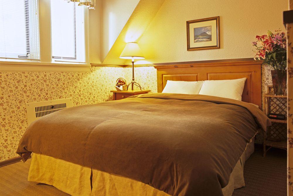Bedroom, Deer Lodge