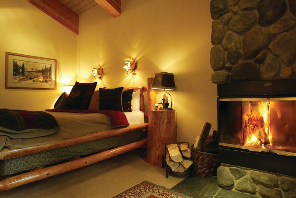 Bedroom, Moraine Lake Lodge