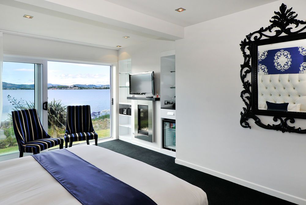 Black Swan Boutique suite with lake view, New Zealand