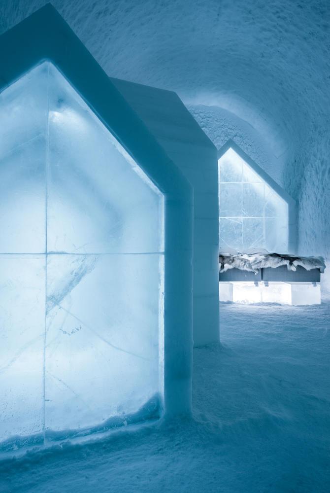 Blue Houses Deluxe Art Suite, ICEHOTEL 365 (© Asaf Kliger)