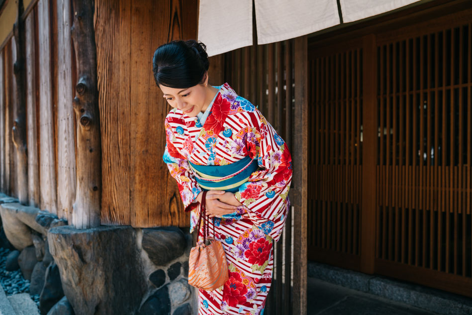 Lady in traditional kimono bowing
