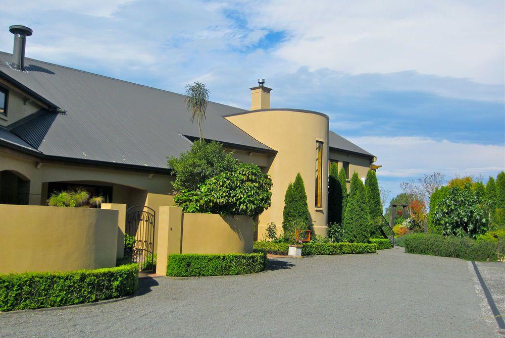 Breckenridge Lodge exterior, New Zealand