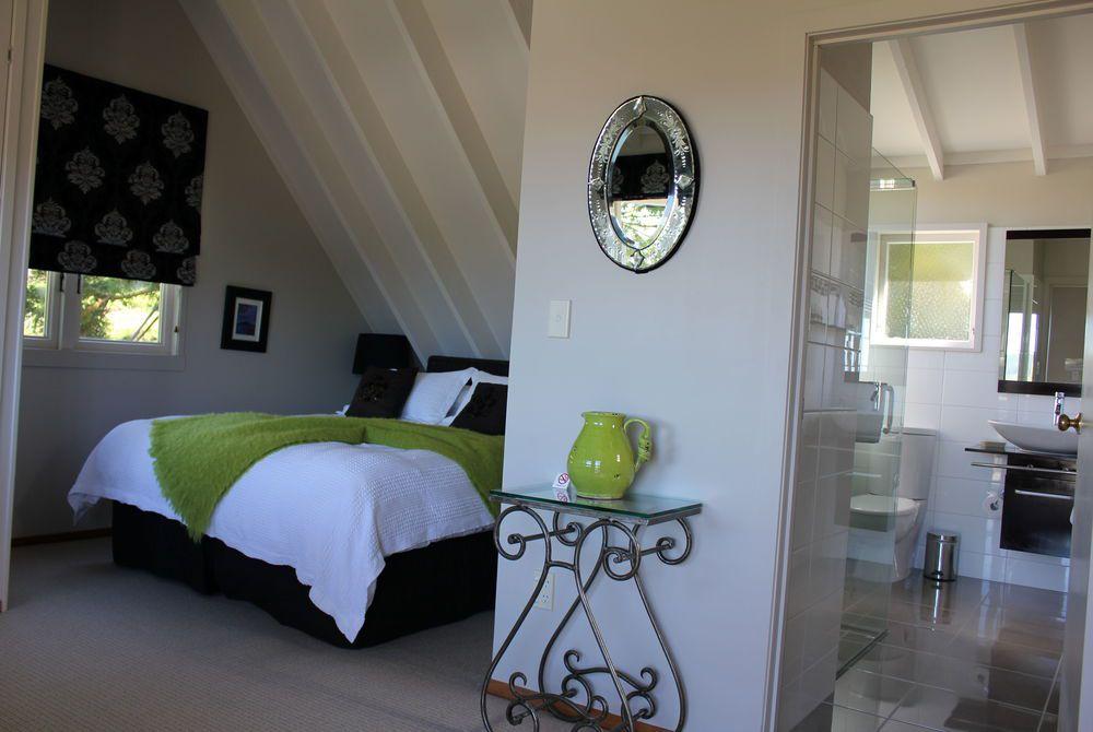 Brenton Lodge green bedroom, New Zealand