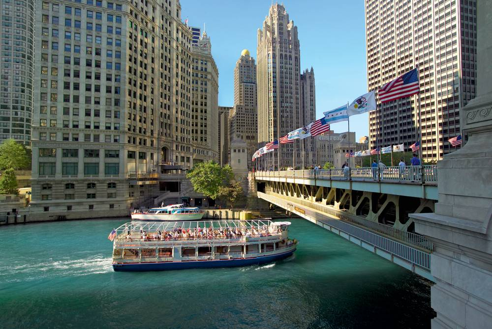 Chicago Architecture Boat Tour (Credit: Jason Lindsey)