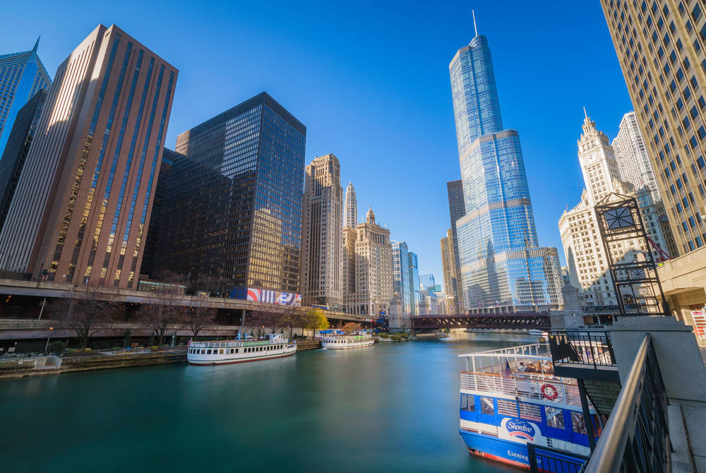 Chicago Shoreline Sightseeing (Credit: Daniel Bartolo)
