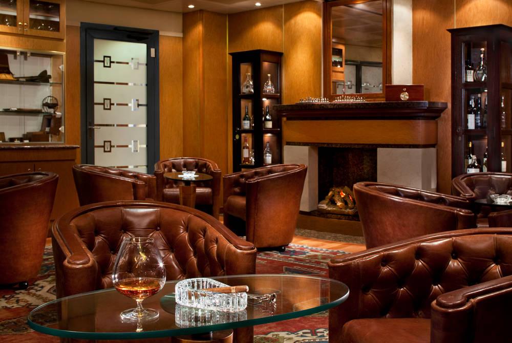Connoisseur bar, Seven Seas Navigator