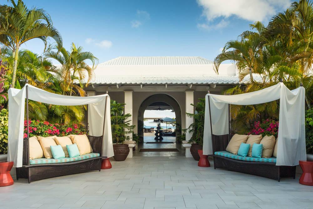 Courtyard lobby, Spice Island Inn