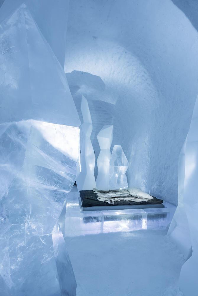 Crystal Forest Deluxe Art Suite, ICEHOTEL 365 (© Asaf Kliger)