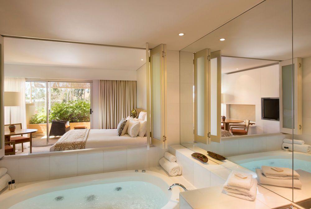 Deluxe Bathroom, Sails in the Desert