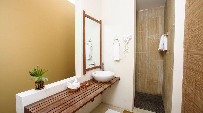 Deluxe Villa Bathroom, Kasara Resort, Chitwan National Park