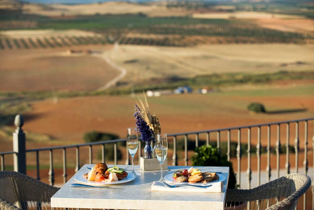 Dining, La Caminera
