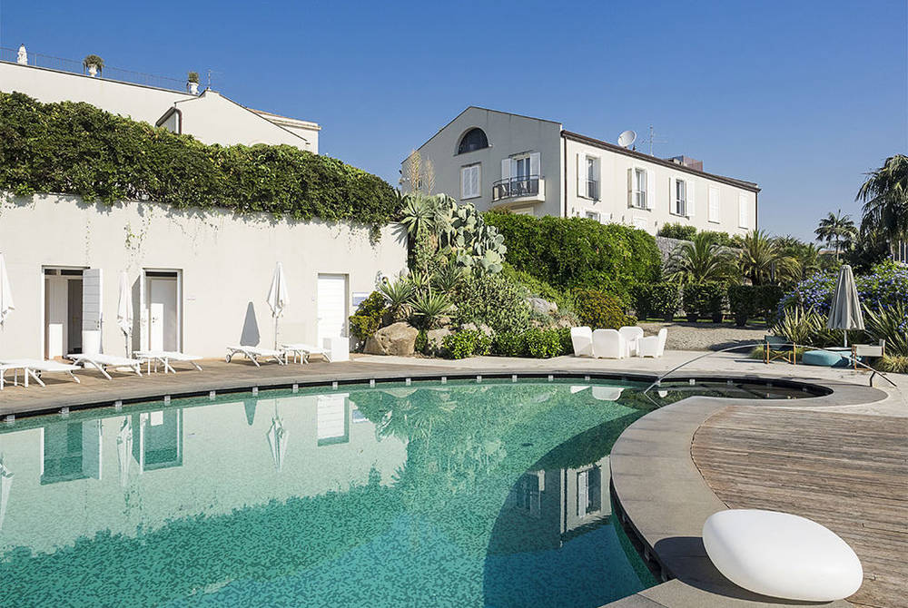 Donna Carmela pool