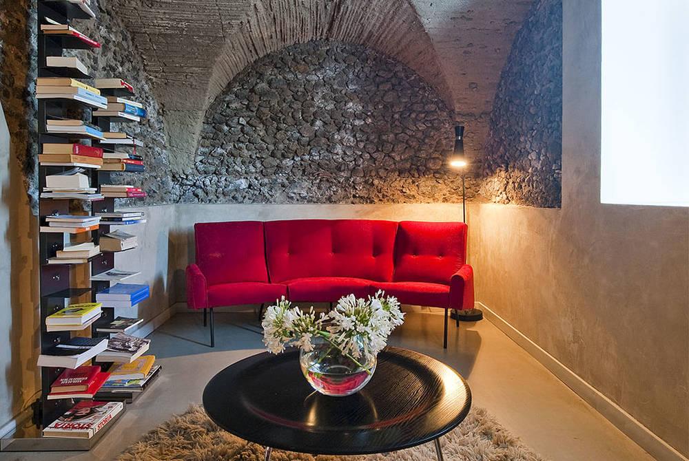 Donna Carmela reading room