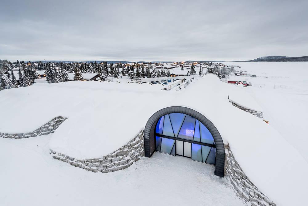 Entrance, ICEHOTEL 365 (© Asaf Kliger)