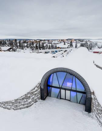 Entrance, ICEHOTEL 365 2017 (© Asaf Kliger)