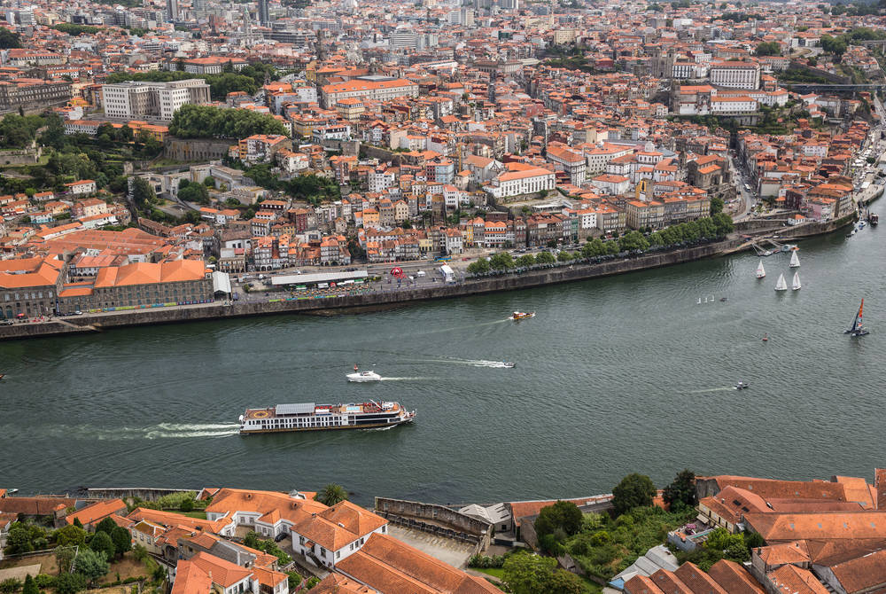 Sailing through Porto on AmaVida
