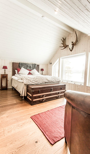 Master bedroom, Fjellborg Arctic Lodge