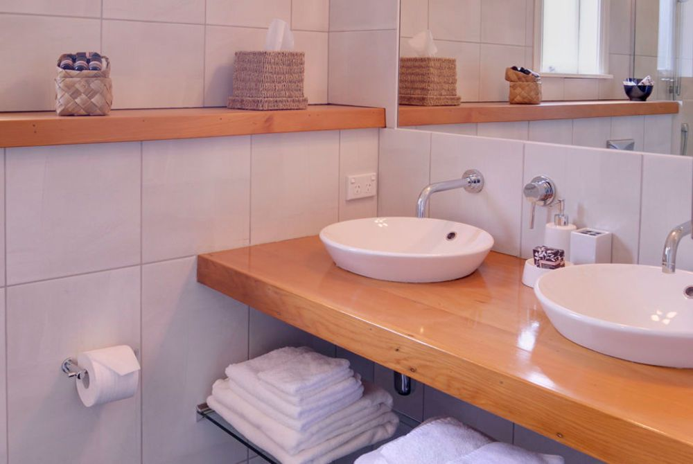 Flagstaff Lodge, Pohutukawa room toilet, New Zealand