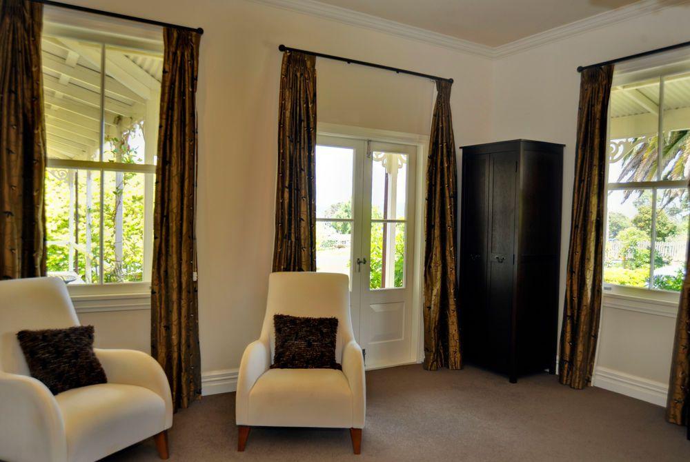 Flagstaff Lodge, Strand room lounge area, New Zealand