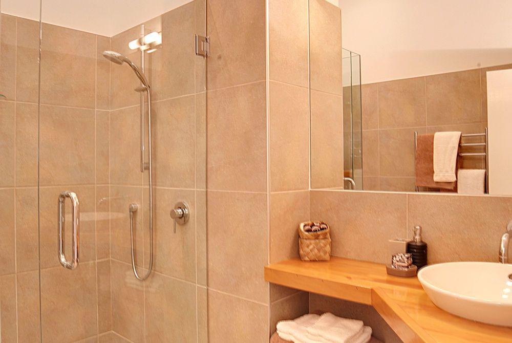 Flagstaff Lodge, Sunset room toilet, New Zealand