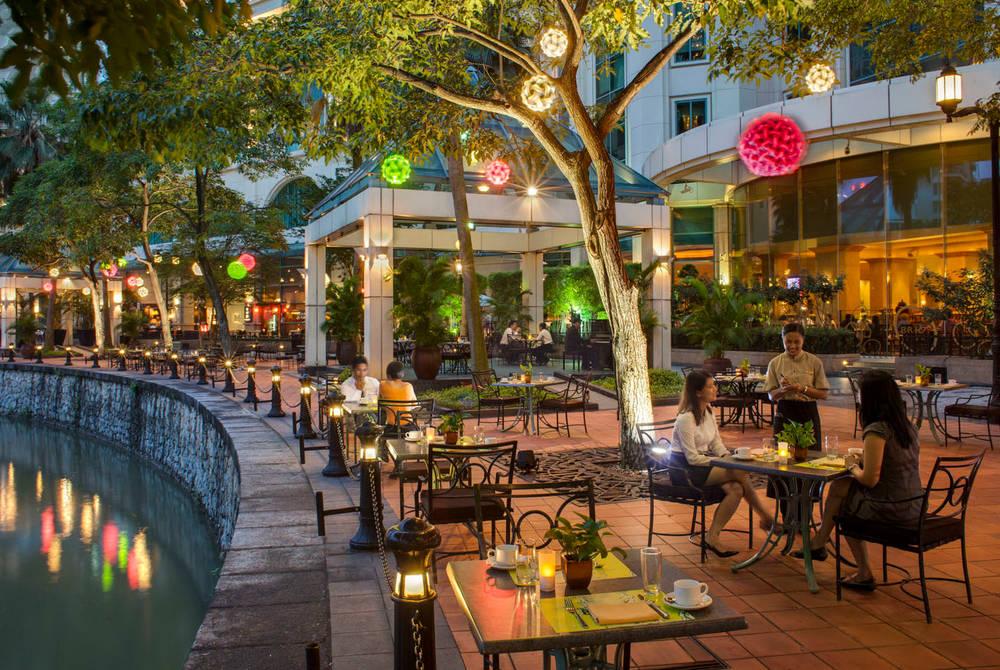 Grand Copthorne Waterfront, Cafe Brios Promenade