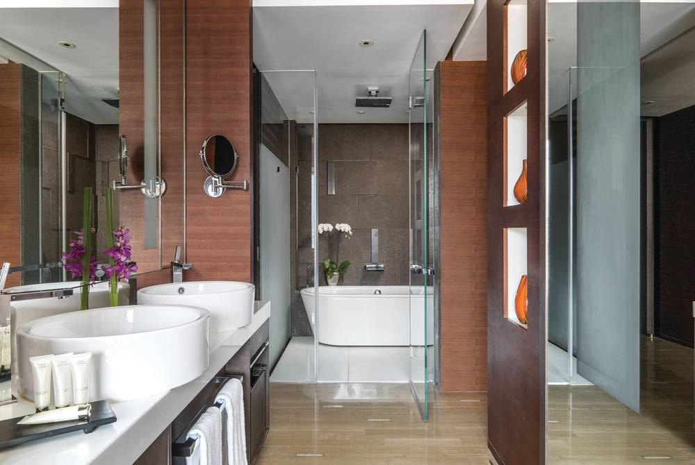 Grand Room Bathroom