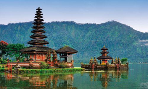 Hindu Temple, Lake Bratan, Bali, Indonesia
