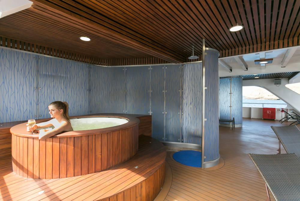 Hot tub, Santa Cruz II Yacht, Galapagos