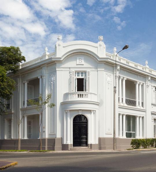 Hotel B, Lima