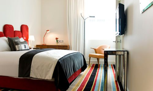 Hotel DeBrett single-level loft suite, New Zealand