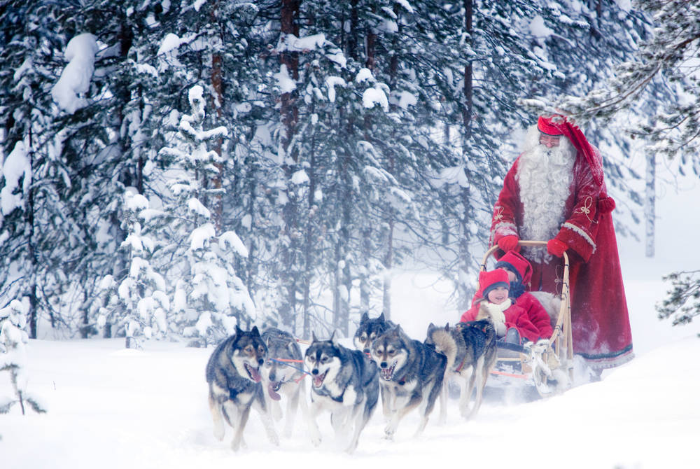 Husky sledding with Santa at Rovaniemi (Credit: Visit Rovaniemi)