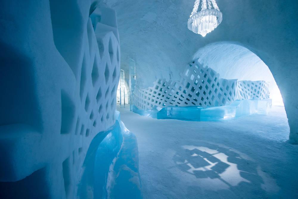 ICEHOTEL 29 Main Hall Catch up | Design Marjolein Vonk & Maurizio Perron | Photo Asaf Kliger | © ICEHOTEL