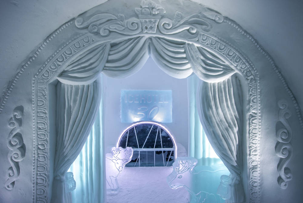 ICEHOTEL 30 | Art Suite A Night at the Theatre | Design Jonathan Paul Green & Marnie Green | Photo Asaf Kliger
