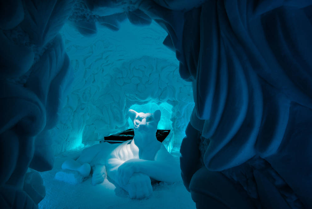 ICEHOTEL 30 | Art Suite Feline Lair | Artists Brian Alvin McArthur & Dawn Marie Detarando | Photo Asaf Kliger