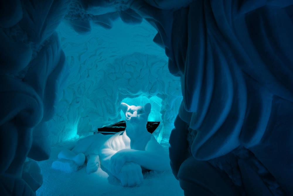 ICEHOTEL 30 | Art Suite Feline Lair | Artists Brian Alvin McArthur & Dawn Marie Detarando | Photo Asaf Kliger | © ICEHOTEL www.icehotel.com