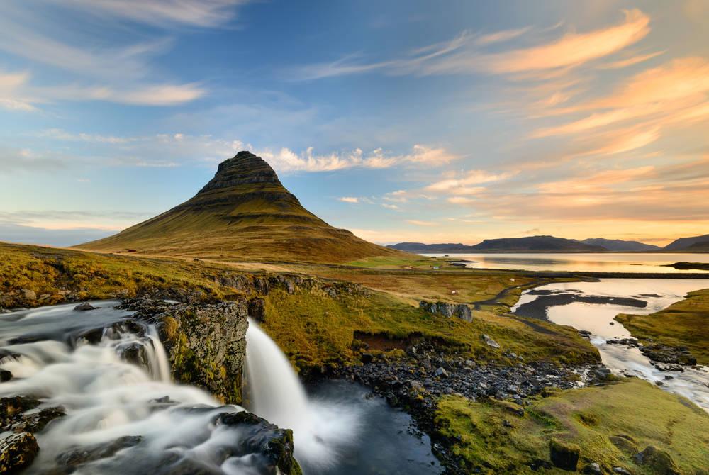 Kirkjufellsfoss waterfall with Kirkjufell mountain, Snæfellsnes