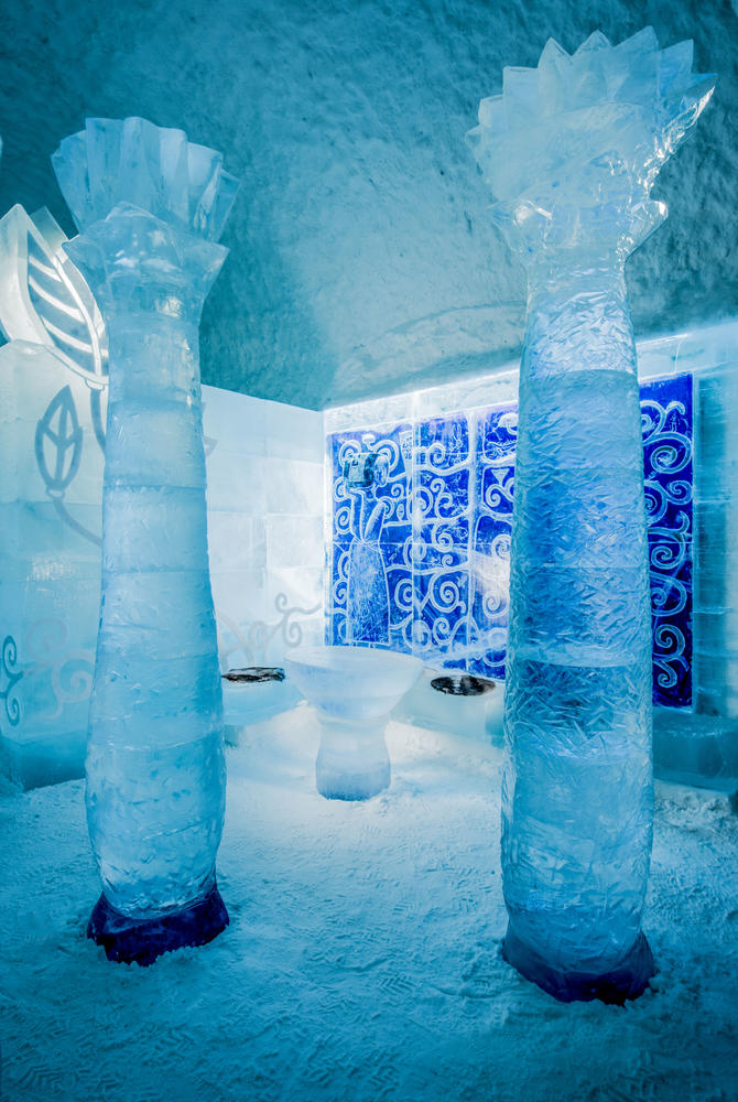Kiss Deluxe Art Suite, ICEHOTEL 365 (© Asaf Kliger)